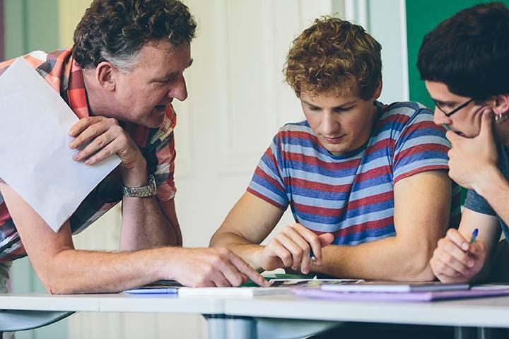 Getting a TEFL certification through face-to-face teaching is the best option.